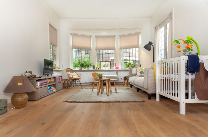 multiplank eiken naturel wit strakke vloerNaturel Wit – Blankhoudend